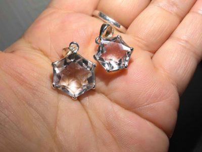 あなたの願いを叶える魔法陣「六芒星水晶ペンダントトップ」入荷しました!!